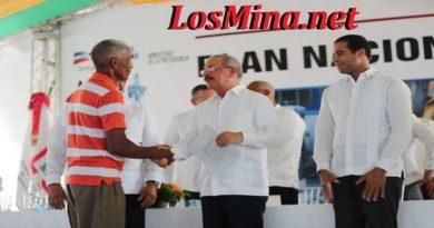 En Nagua Continúa democratización de la propiedad: presidente Danilo Medina entrega 1,288 títulos a parceleros