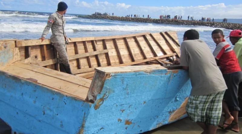 22 personas pretendía viajar  ilegalmente desde una playa entre Sánchez y Samaná en yola de 25 pies de eslora es detenida por armada Domincana