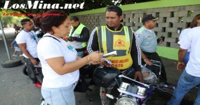 Motociclistas y Delivery's son orientados por el INTRANT en Semana Seguridad Vial