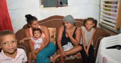Plan Social sorprende a joven con cáncer en Villa Altagracia con una conmovedora historia