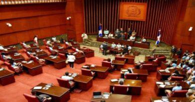 Senado convoca a legisladores a sesión extraordinaria este martes a las 11 de la mañana.