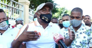 """Buhoneros de """"La Pulga"""" advierten habrá muertos si insisten en trasladarlos"""