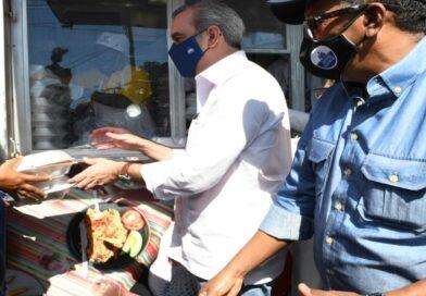 Comedores Económicos del Estado reparten más de 51 mil raciones alimenticias cocidas a través de sus cocinas móviles en provincia de Monte Plata