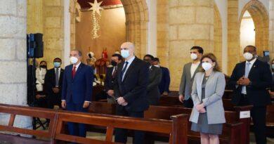 DESTACAN LEGADO DR. JOSÉ RAFAEL ABINADER EN 55 ANIVERSARIO DE UNIVERSIDAD O&M