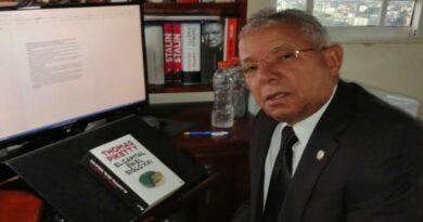 Ex diputado advierte que el gobierno torpedea discurso conciliador y moderado de la oposición.